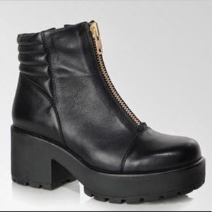 Black Leather Vagabond Boot with Gold Zip